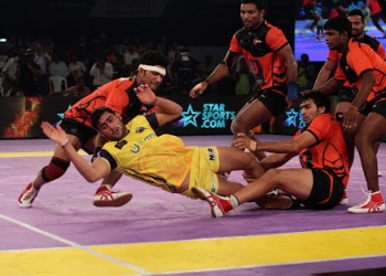 The cut-throat competition between the teams at the beginning of the PKL 2015