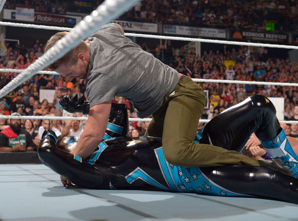 Photo of Stephen Amell defeats Stardust; proves his Audacity