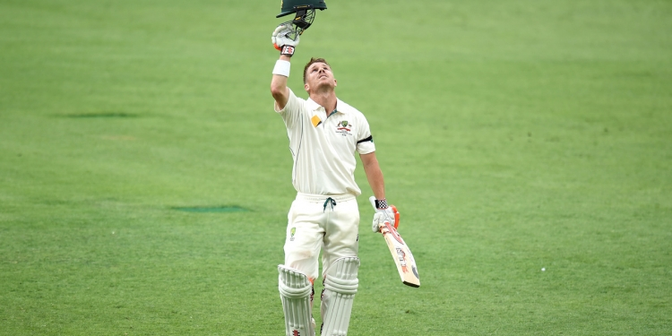 Australian opening batsman David Warner looks to the sky as he celebrates scoring a second innings century on day 3 of the first Trans-Tasman Test match between Australia and New Zealand at the Gabba in Brisbane, Saturday, Nov. 7, 2015. (AAP Image/Dave Hunt) NO ARCHIVING, EDITORIAL USE ONLY, IMAGES TO BE USED FOR NEWS REPORTING PURPOSES ONLY, NO COMMERCIAL USE WHATSOEVER, NO USE IN BOOKS WITHOUT PRIOR WRITTEN CONSENT FROM AAP