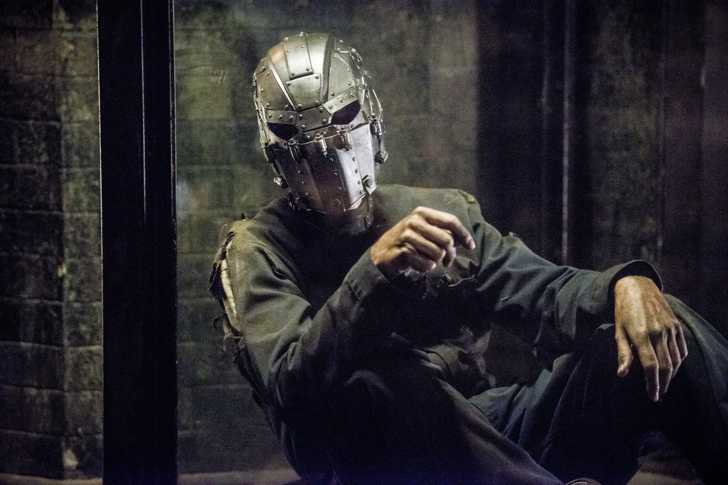 Photo of Flash Season 2: Who is the Mysterious Man with an Iron Mask at Zoom's Lair?