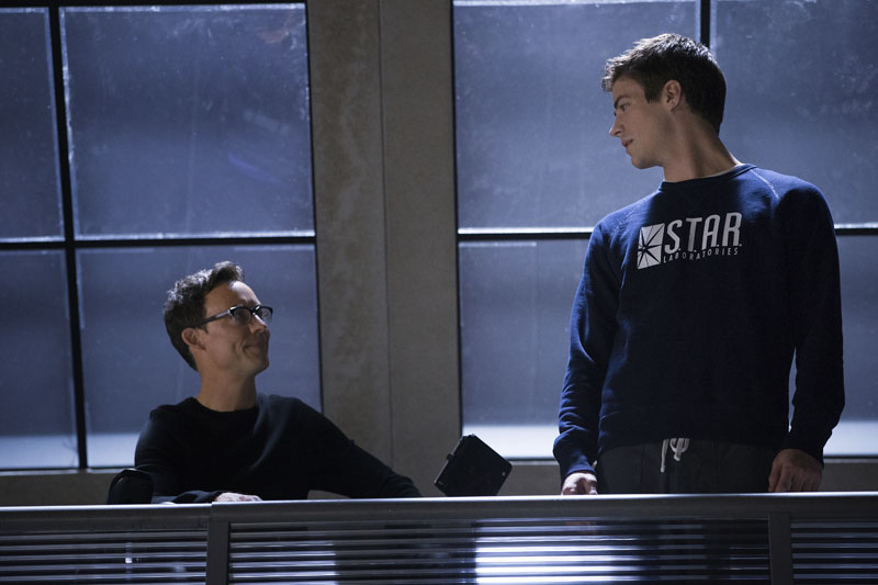Photo of Tom Cavanagh Slams Zack Snyder, endorses Grant Gustin as Flash for the DC Cinematic Universe