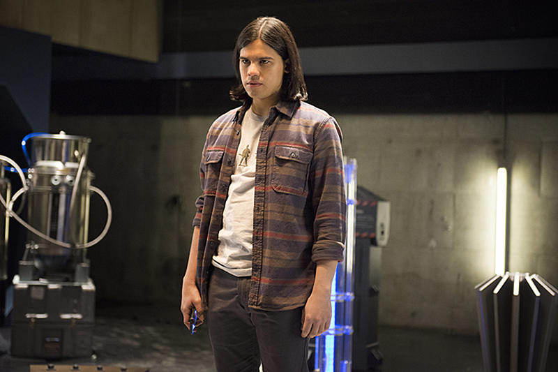 """The Flash -- """"The Trap"""" -- Image FLA120B_0043 -- Pictured: Carlos Valdes as Cisco Ramon -- Photo: Cate Cameron/The CW -- © 2015 The CW Network, LLC. All rights reserved"""
