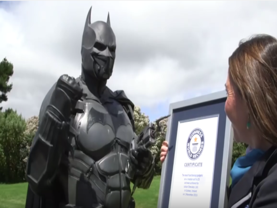 Photo of Batman Cosplay Suit Enters Guinness World Records 2017