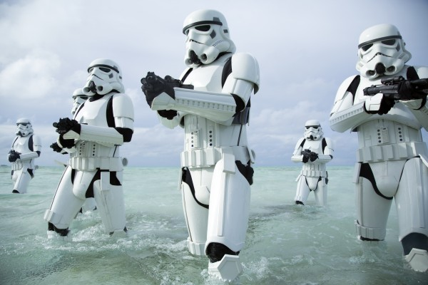 rogue-one-a-star-wars-story-storm-troopers-600x400