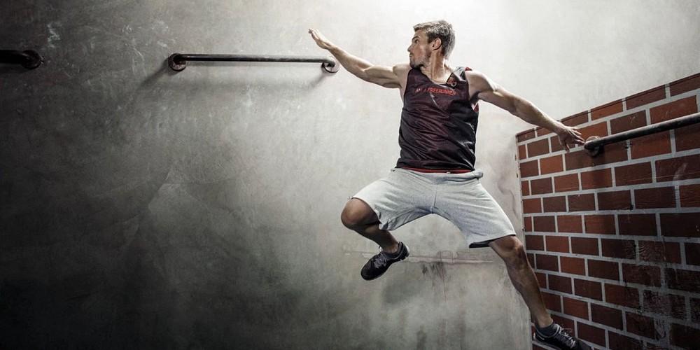 Stephen-Amell-Parkour-workout