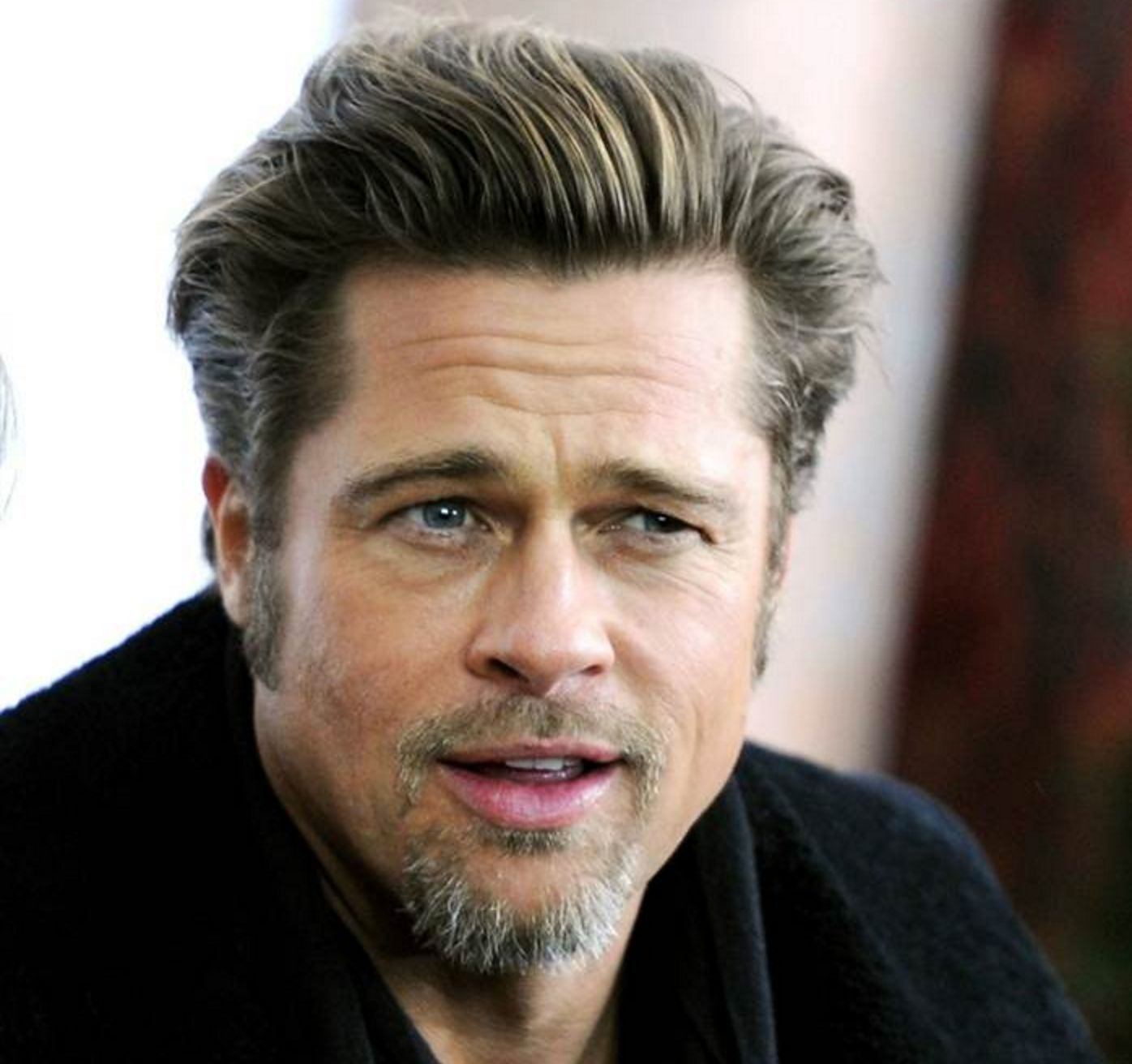 brad-pitt-doesn-t-really-look-much-like-brad-pitt-in-these-photos-727400