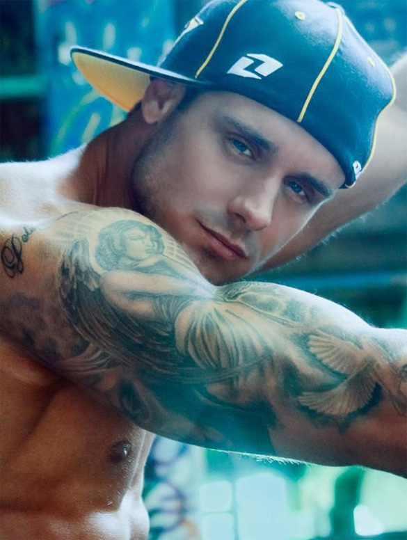 cute-guy-with-tattoos-and-hat