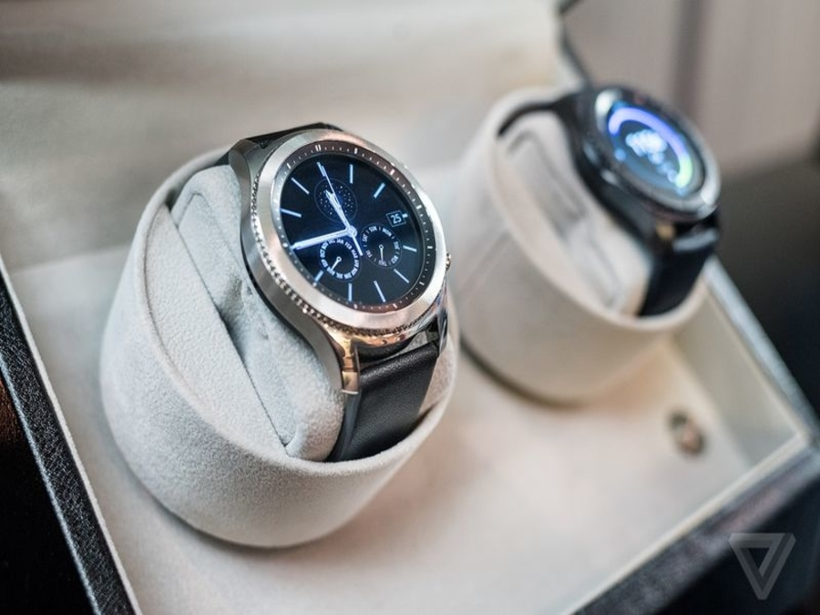 Photo of Samsung Launches a Smartwatch which can give Apple a run for its Money