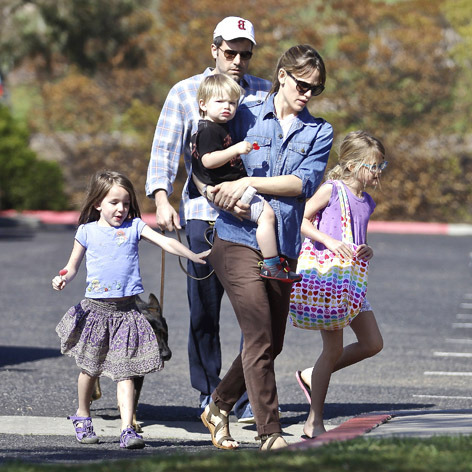 *EXCLUSIVE* Jennifer Garner and Ben Affleck head to the Park for a Sunday with the kids