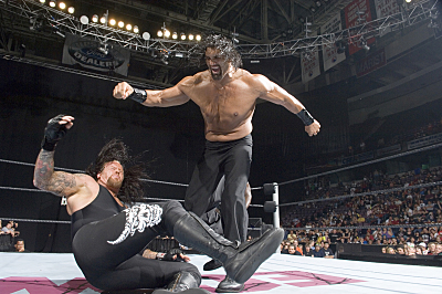 WWE Smackdown Superstar Undertaker and Great Khali (standing) deliver action-packed programming 52 weeks a year in FRIDAY NIGHT SMACKDOWN! on The CW. Photo: Mike Groll/WWE. © 2006 World Wrestling Entertainment, Inc. All Rights Reserved.
