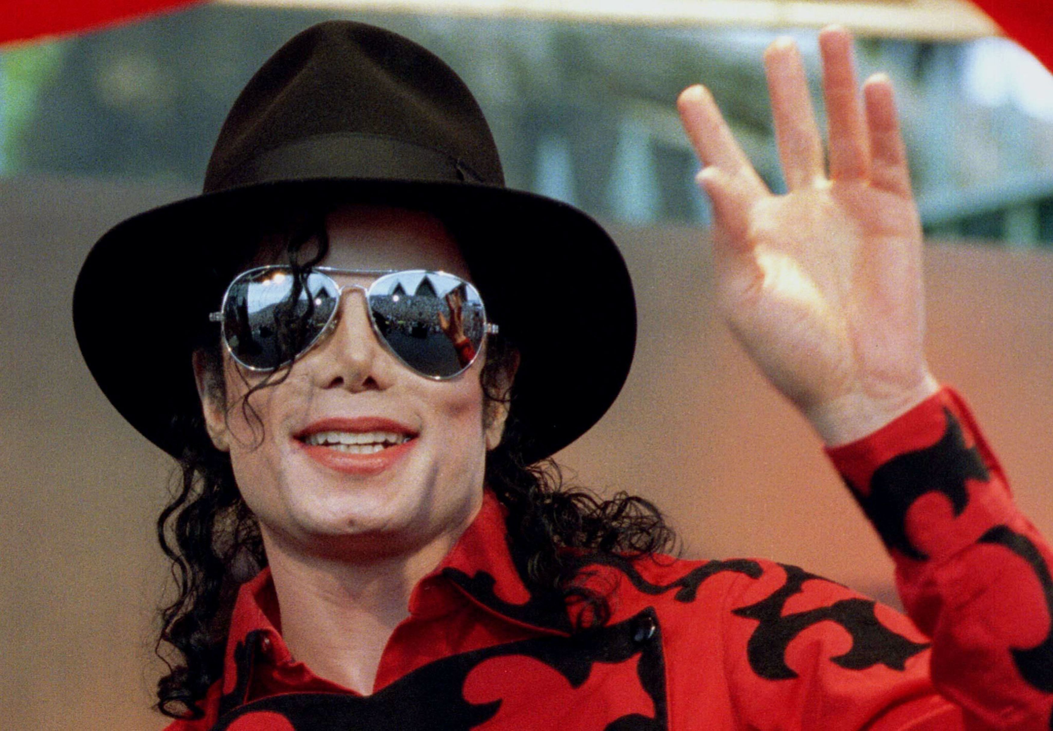 Photo of 5 Famous Dead Celebrities Who Are Still Earning