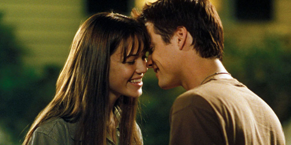 Photo of 6 EPIC Romantic Sagas Dedicated To Teenagers