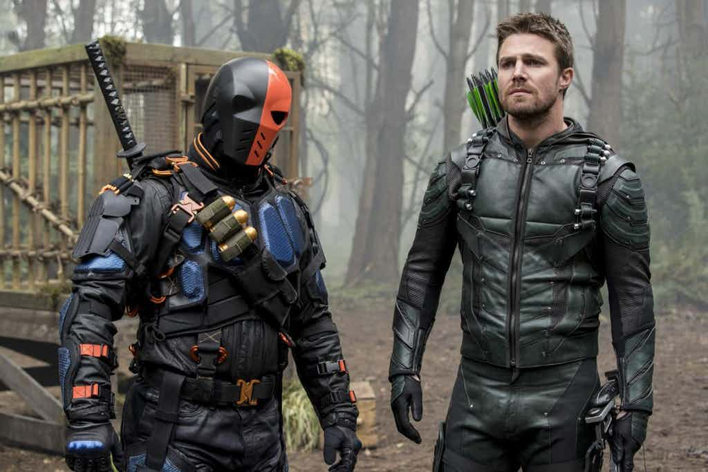Photo of Arrow Season 5 Finale Images Reveal an Epic Showdown