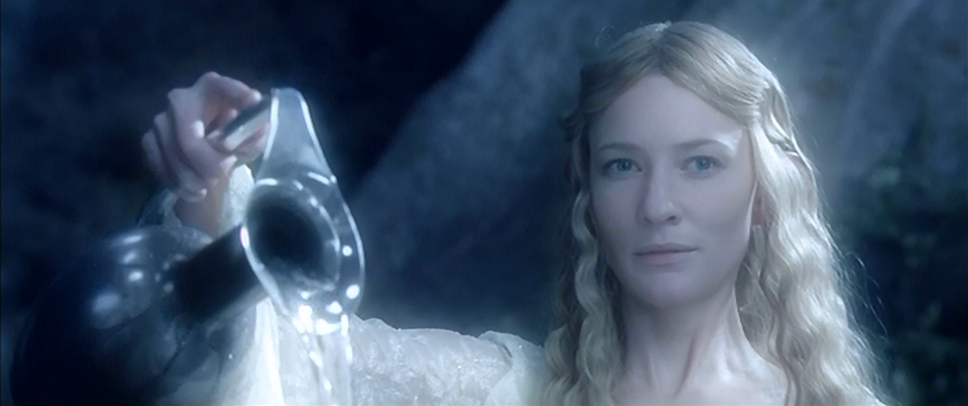 Galadriel_at_her_mirror.png