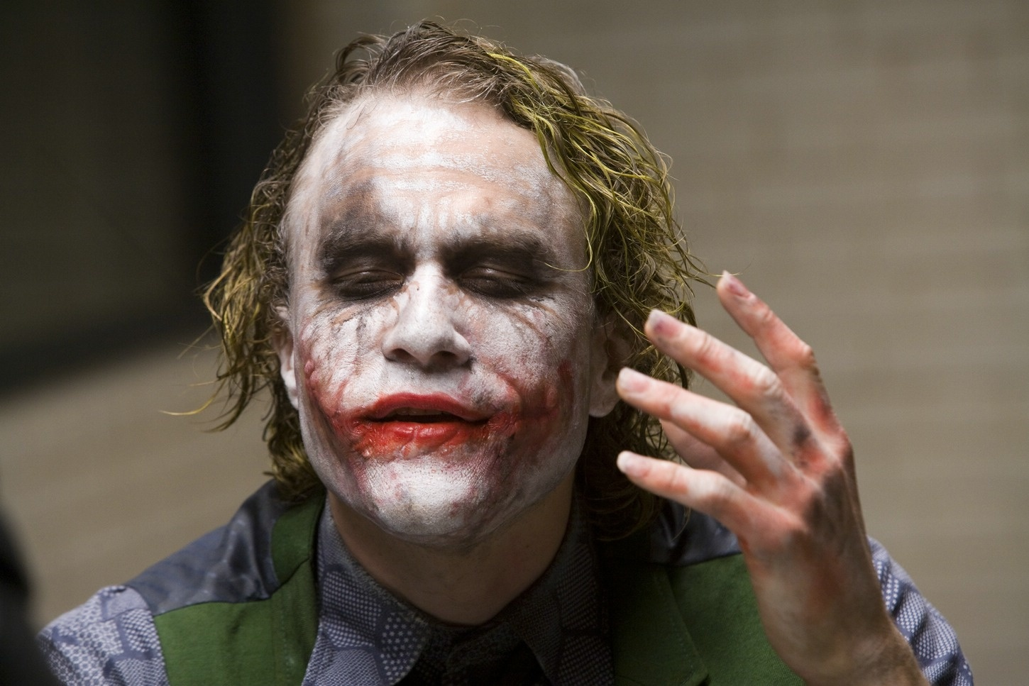 Comparing Heath Ledger's Joker With Joaquin's