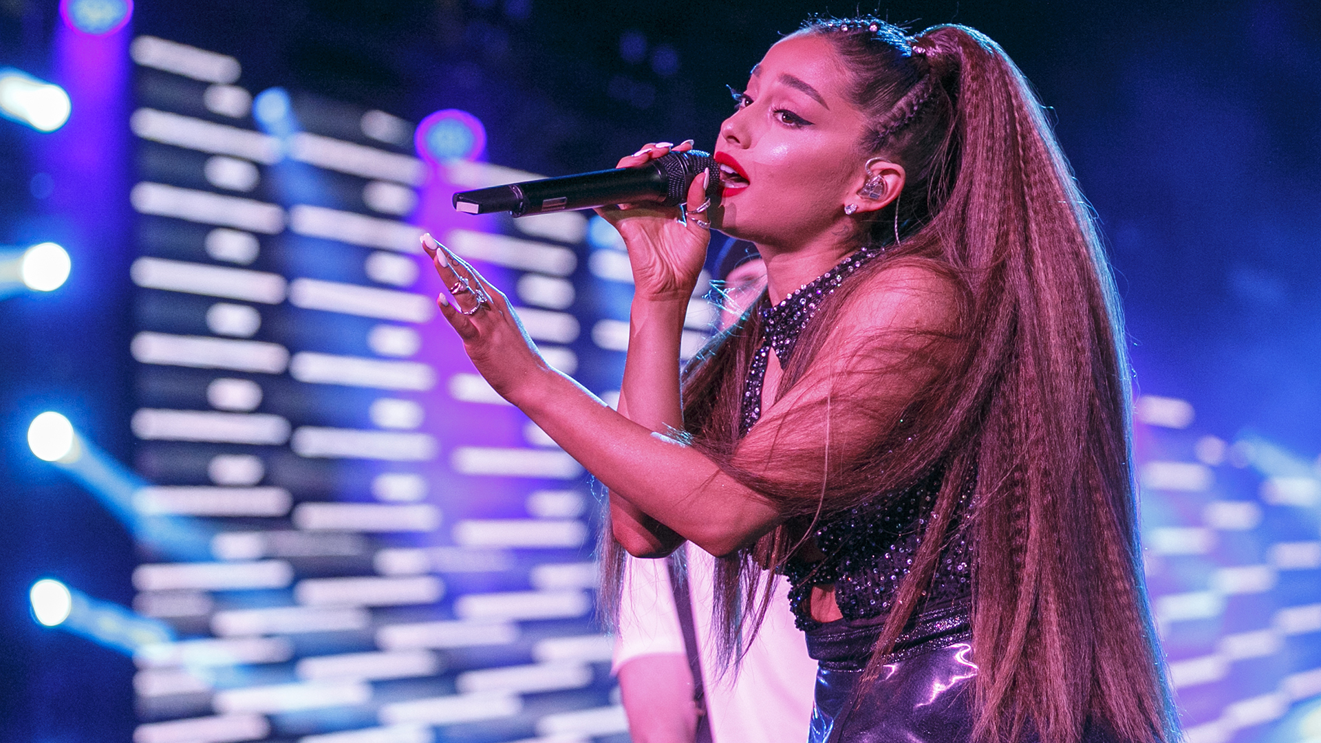 Photo of 7 Rings Song Download in 320Kbps High Definition (HD) Free