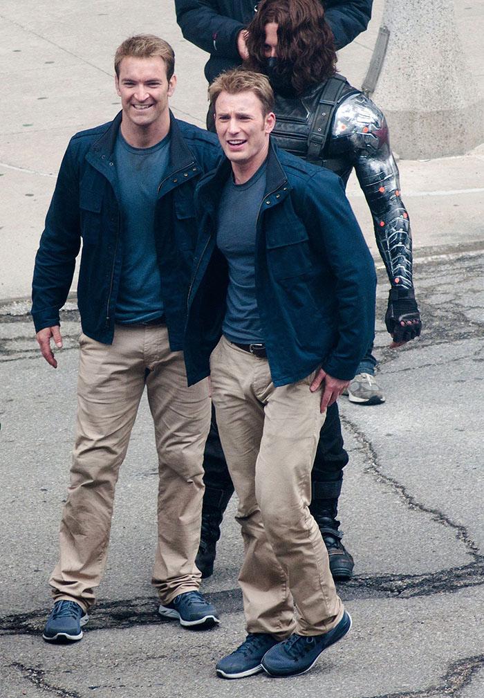 https://www.quirkybyte.com/wp-content/uploads/2020/09/marvel-avengers-actors-stunt-doubles-13-5afec75c1a103__700.jpg