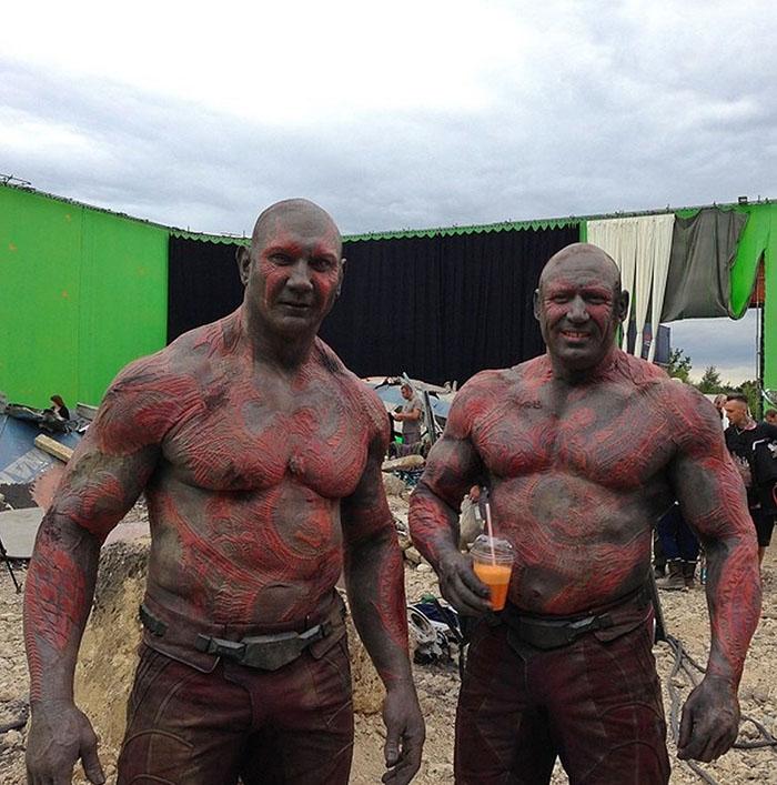 https://www.quirkybyte.com/wp-content/uploads/2020/09/marvel-avengers-actors-stunt-doubles-16-5afec7633d7b5__700.jpg