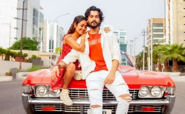 aa le chale tumhe mp3 song download