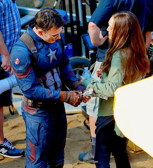 Fans Wanted Chris Evans And Elizabeth Olsen To Date